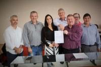 Vereadores participam de reunião com a deputada federal Geovania de Sá